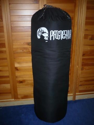 c28e9ab84 Predám kvalitné prázdne boxovacie vrece, ktoré je vhodné naplniť textilom,  pilinami alebo starým oblečením. Materiál: kvalitná látka. Nosnost cca 50kg.