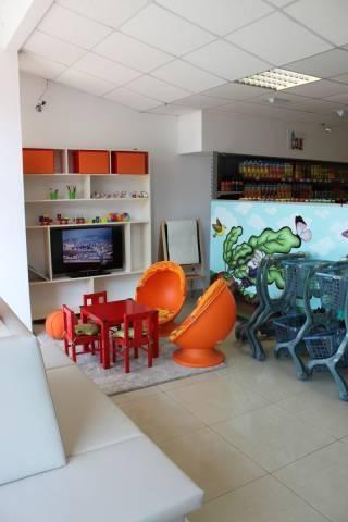 ... s potravinami s detským kútikom a posedením pri kávičke v novo  zrekonštruovaných priestoroch v centre Trenčína na Hviezdoslavovej 142 (rodinné  dôvody). 9796a4e6112